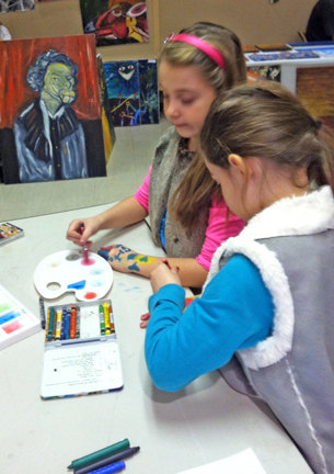 """Young feminists working on """"I CAN"""" activity"""